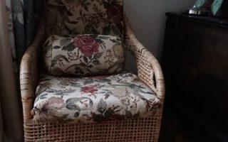 Tuolin tyynyjen verhoilu